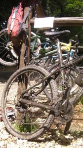Takhle má vypadat MTB kolo po vyjížďce... a to už odpoledne i svítilo sluníčko.