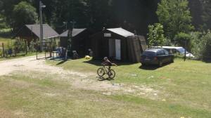 Po prvním depu - naskočení na kolo a výjezd na čtyři okruhy cyklistické části.